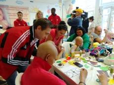 DVSC labdarugói látogatták meg a kis betegeket
