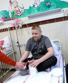 Beteg gyermekeket látogatott meg a Loki -  fotók! 16
