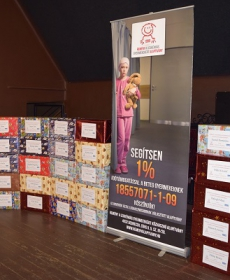 2016.12.10. Debrecenben a decemberi ajándékozás családi csomagjai