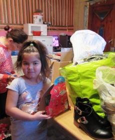 Karácsony előtt eljutottak az ajándékok a családokhoz és a centrumokba 5